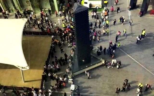 Londra evacuata Victoria Station allarme bomba per pacco sospetto