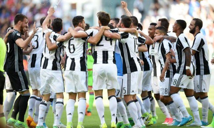 Buffon omaggia Totti: