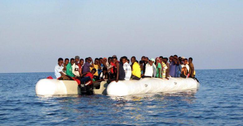 migranti Libia gommone affonda 113 dispersi