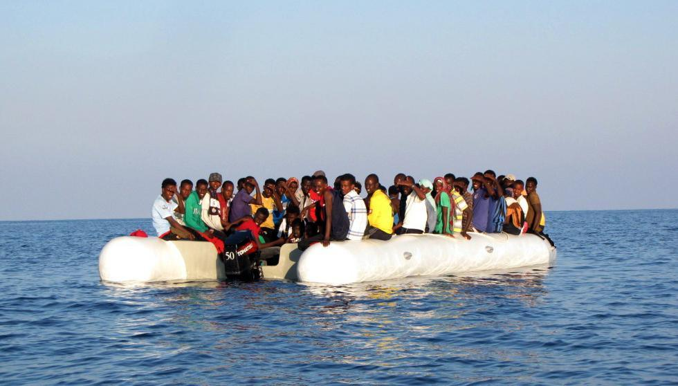migranti Libia gommone affonda 113 dispersi