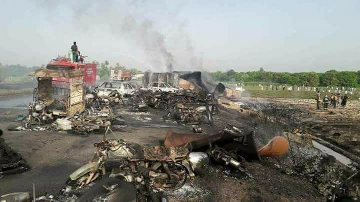 Incendio Autobotte Pakistan