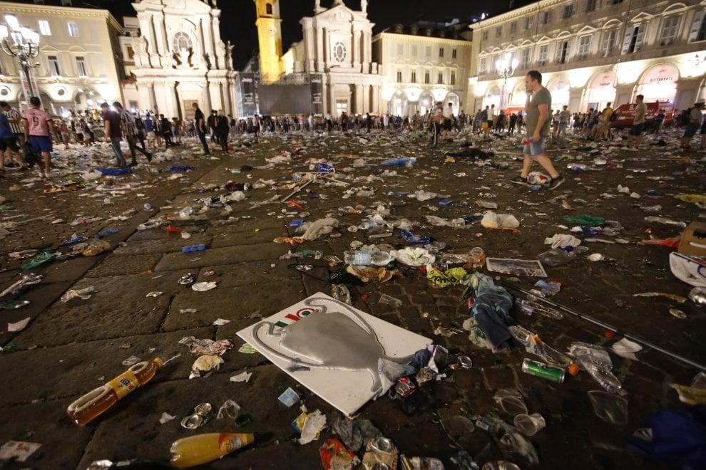 Torino, allarme bomba in Piazza San Carlo
