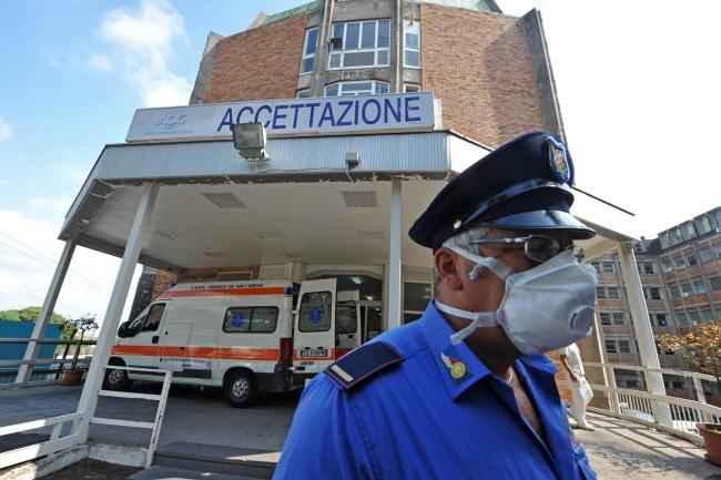 Presunto caso di meningite al Liceo Mercalli: ricoverato 16enne