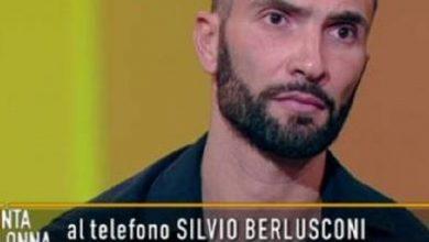 """Photo of Silvio Berlusconi a Quinta Colonna: """"Aiuto Emmanuel Mariani"""""""
