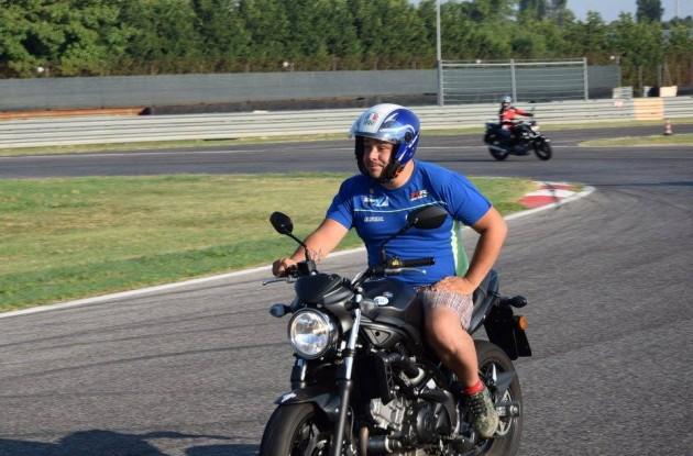 Muore Cristiano Lucchinelli, figlio di Marco: incidente fatale in moto