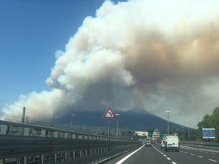 Incendio Vesuvio 11 luglio 2017