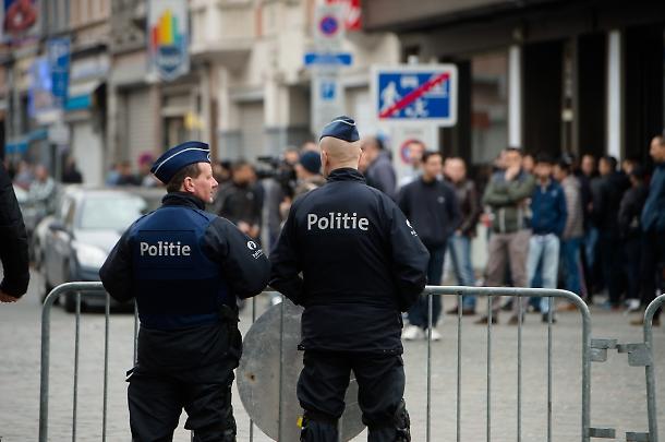 Attacco Bruxelles uomo accoltella militari