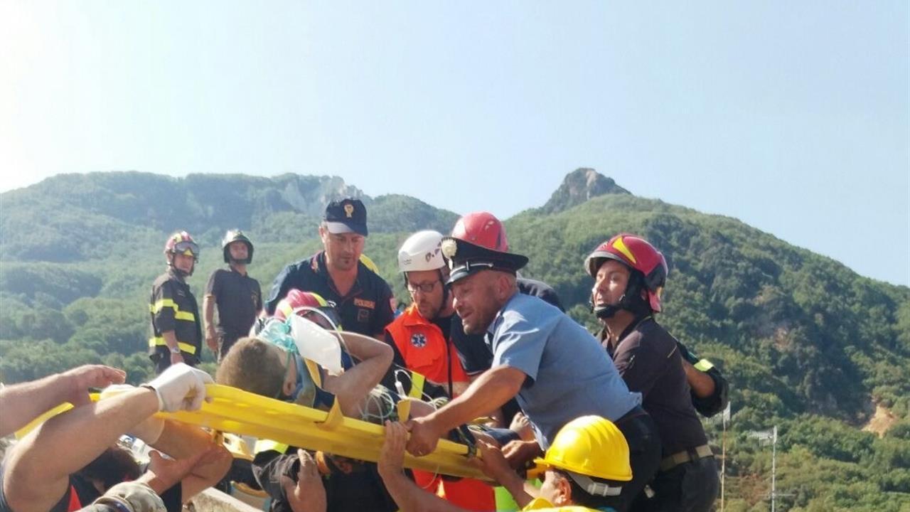 Terremoto Ischia salvati fratellini