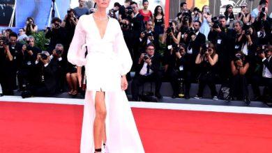 Photo of Bianca Balti alla Mostra del Cinema di Venezia 2017: look OVS total white