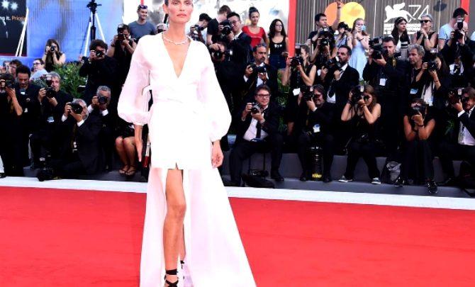 04d9dbba835b ... alla Mostra del Cinema di Venezia 2017: look OVS total white. Diana  Tassone 2 Settembre 2017. 2 minuti per leggere. Bianca Balti OVS Mostra  Venezia