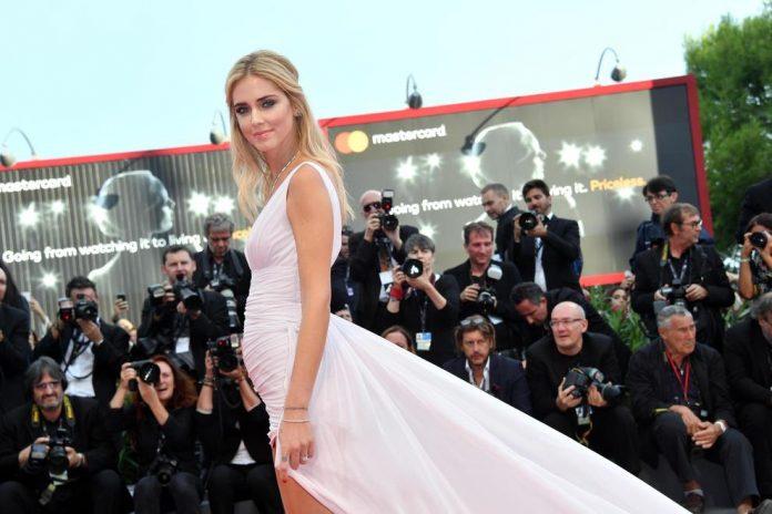 Chiara Ferragni è incinta? Pancino sospetto al Festival di Venezia