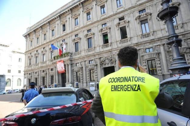 Allarme bomba a Milano, trovata granata