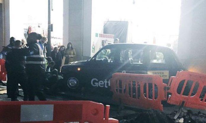 Londra: taxi contro i pedoni a Covent Garden, evacuata la zona
