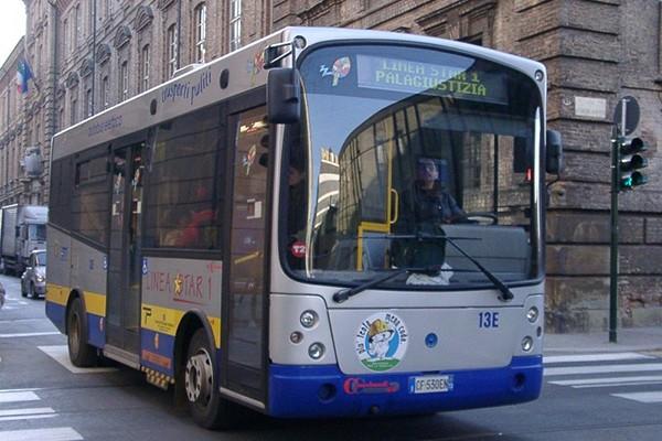 Ragazzina insultata sul bus perché nera