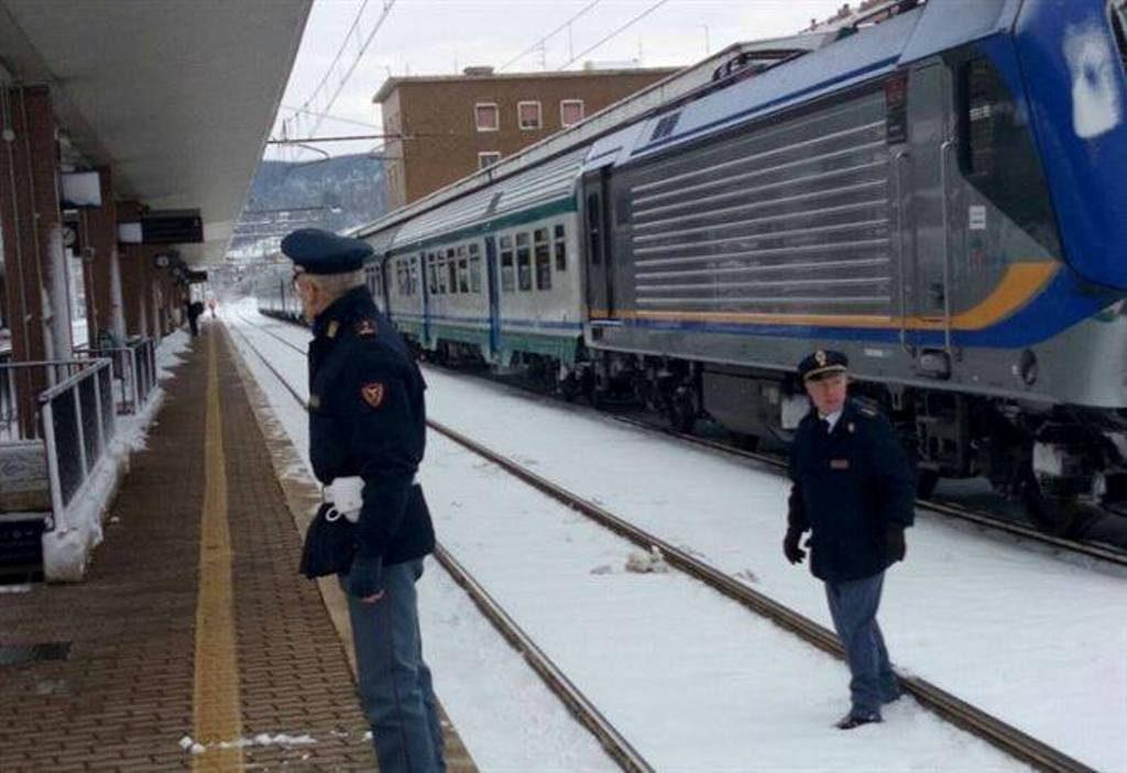 Maltempo, ancora treni cancellati da e per Napoli