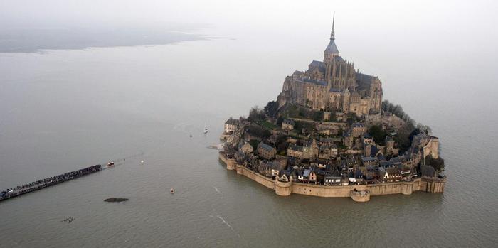 ++ Francia: evacuato Mont-Saint-Michel, si cerca sospetto ++