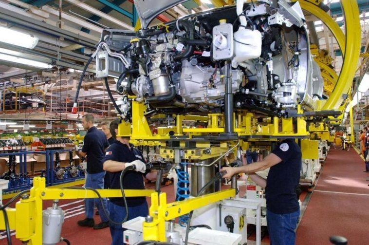 Industria: a febbraio fatturato +0,5% e ordinativi -0,6% su mese