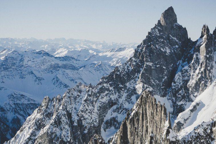 Monte Bianco, precipita una cordata: morti tre alpinisti