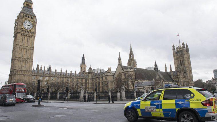 londra-news-auto-contro-parlamento