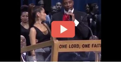 Photo of Ariana Grande molestata durante i funerali di Aretha Franklin (Video)