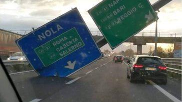 cartello-autostradale-caduto-asse-mediano-