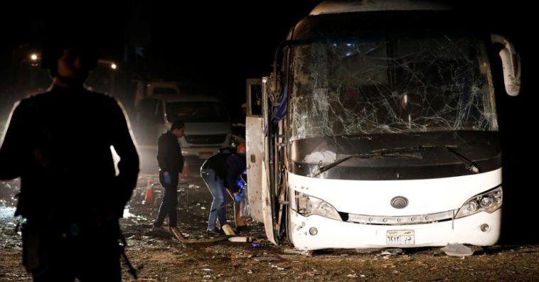 Egitto esplosione a Giza colpisce bus turisti