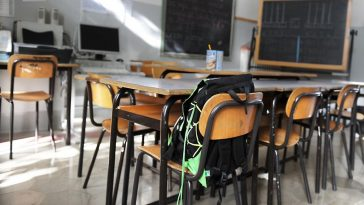 spray-urticante-scuola-pavia