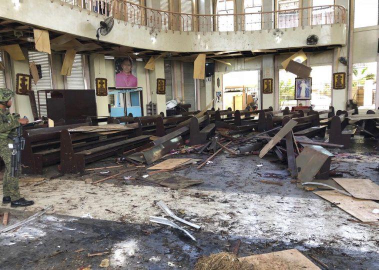 Bombe chiesa Filippine durante la Messa: 27 morti