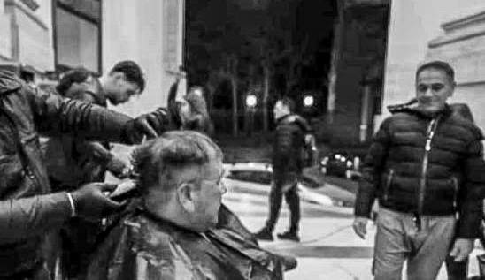 barbieri e parrucchieri clochard Napoli