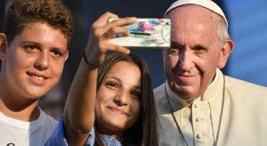 papa-selfie-social-20181024083534.thumbnail.cropped.1000.563