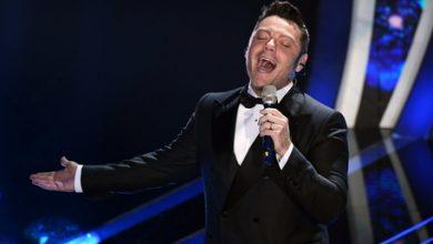 """Photo of Tiziano Ferro si commuove mentre canta """"Almeno tu nell'universo"""" – VIDEO –"""