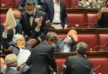 Photo of Vittorio Sgarbi espulso dalla Camera per insulti alla Carfagna (VIDEO)