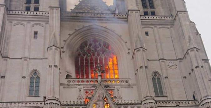 incendio_cattedrale_nantes